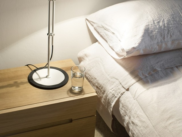 Funiculi_S_white_bedside